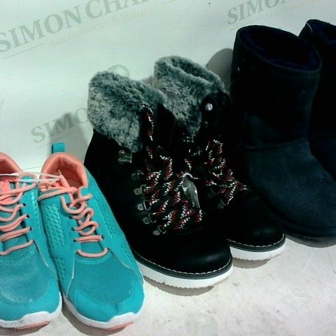 LOT OF APPROXIMATELY 18 ITEMS OF FOOTWEAR TO INCLUDE VIONIC PINK AND BLUE TRAINERS, SKECH URBAN HIKER BOOTS AND EMU AUSTRALIA BOOTS