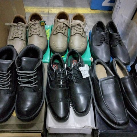 6 PAIRS OF ASSORTED MENS CASUAL SHOES TO INCLUDE A PAIR OF DREAMWALK SHOES SIZE UNSPECIFIED