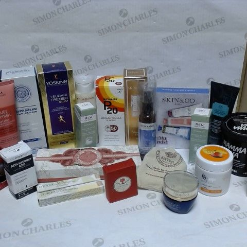 LOT OF APPROXIMATELY 20 ASSORTED SKIN CARE ITEMS, TO INCLUDE CLINIQUE, LUSH, REN SKINCARE, ETC