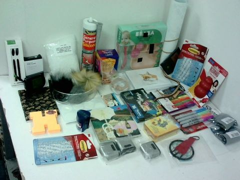 SMALL BOX OF ASSORTED HOMEWARE ITEMS TO INCLUDE TAROT CARDS, HIMALAYAN MOOD LAMP, ACRYLIC PAINT MARKERS