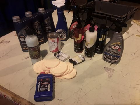 TRAY OF ASSORTED ITEMS,3 × DOT-4 BRAKE FLUID, 2 × MANNOL MOTOR CLEANER, 4 × YUM CLEANING PRODUCTS, COPPER PASTEM SPONGE APPLICATORS,HOLTS FLUSH,   (TRAY NOT INCLUDED)