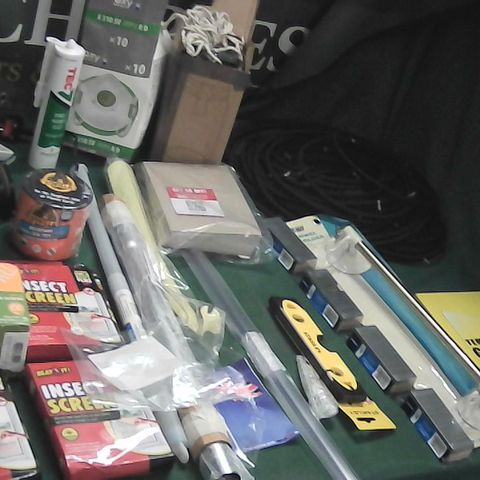 BOX OF ASSORTED ITEMS TO INCLUDE INSECT SCREENS, WOOD FILLER, SPIRIT LEVEL