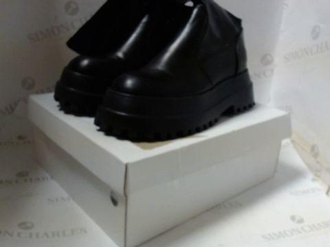 PAIR OF DESIGNER BOXED BLACK CALF LENGTH BOOT SIZE EU 39