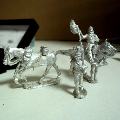 BOX OF APPROXIMATELY 13 ASSORTED ITEMS INCLUDING PERRY MINIATURES FIGURES