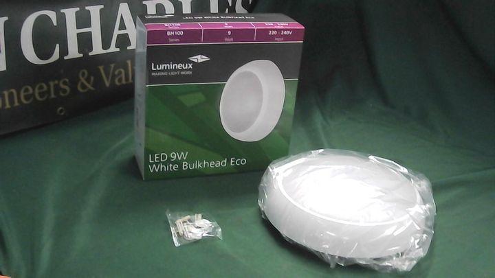LUMINEUX LED 9W WHITE BULKHEAD ECO