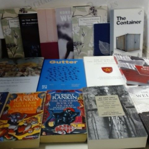 LOT OF APPROXIMATELY 30 ASSORTED HARDBACK AND PAPAPERBACK BOOKS TO INLCUDE; POETRY, PLAYS, FICTION ETC