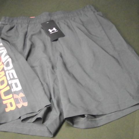 UNDER ARMOUR WOVEN GRAPH SHORTS IN GREY - M