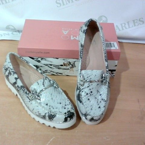BOXED PAIR OF MODA IN PELLE - SIZE 40