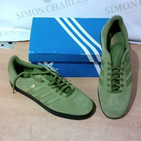 BOXED PAIR OF ADIDAS TRAINERS SIZE 9