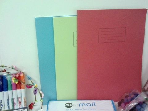SMALL BOX OF ASSORTED HOMEWARE ITEMS TO INCLUDE WORKBOOKS, FELT BALLS, ASSORTED CARDS