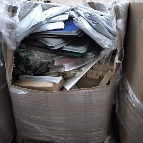 PALLET OF ASSORTED ITEMS INCLUDING 3D DOOR MATS, BATHROOM ACCESSORIES RAILS, COLLAPSIBLE LAUNDRY BAGS, BOX ENVELOPES, WIRE BASKETS,