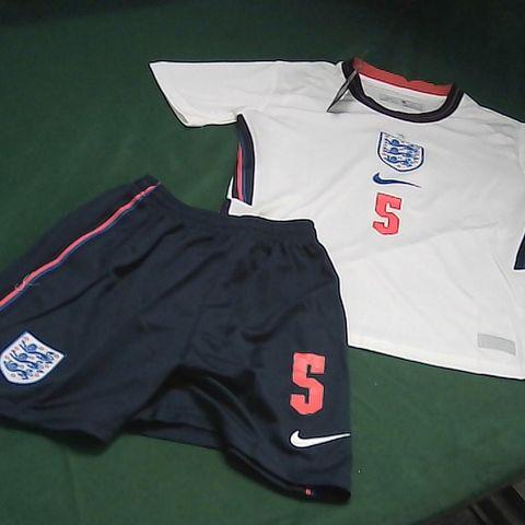 ENGLAND FOOTBALL KIT - CHILDRENS SIZE 22
