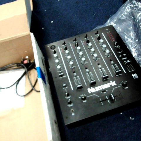 NUMARK M6 USB - 4-CHANNEL DJ MIXER