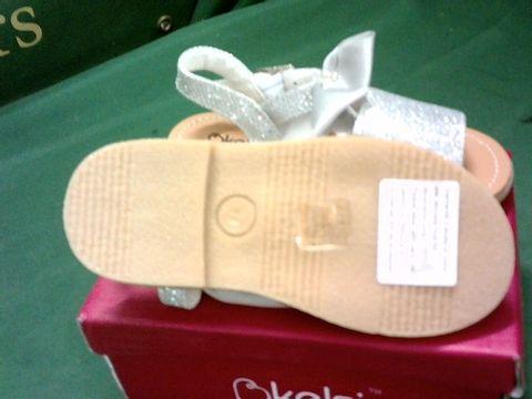 KELSI INFANT SIZE 7 SANDALS IN GLITTER SILVER
