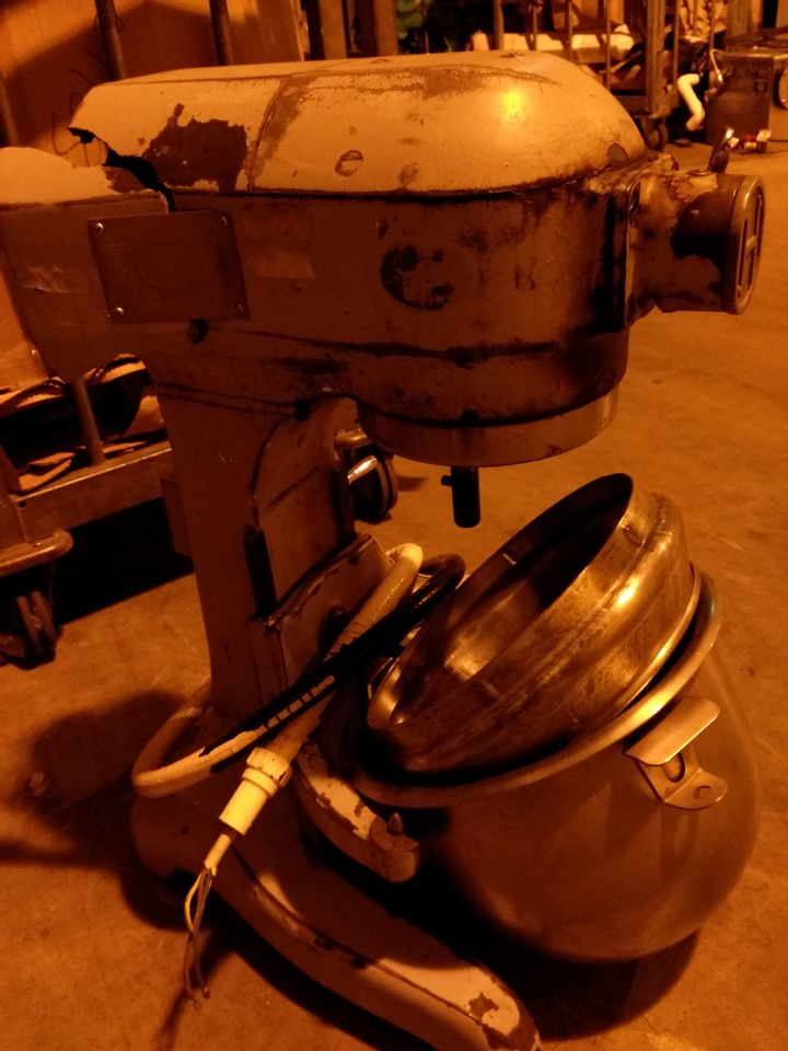 HOBART AE125 COMMERCIAL STAND MIXER WITH BOWL & ATTACHMENTS