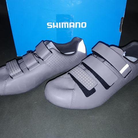 BOXED PAIR OF SHIMANO WOMEN'S RT5 CYCLING SHOES - EU 40