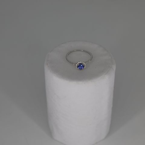 9CT WHITE GOLD RING SET WITH A TANZANITE TO DIAMOND HALO, TOTAL WEIGHT +0.73CT