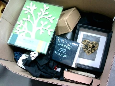 BOX OF A SIGNIFICANT QUANTITY OF ASSORTED HOUSEHOLD ITEMS TO INCLUDE WAITROSE WOODEN EASTER TREE, DESIGNER BLACK FRAME BUMBLE BEE PICTURE, FOLDABLE TRAVEL BAG ETC