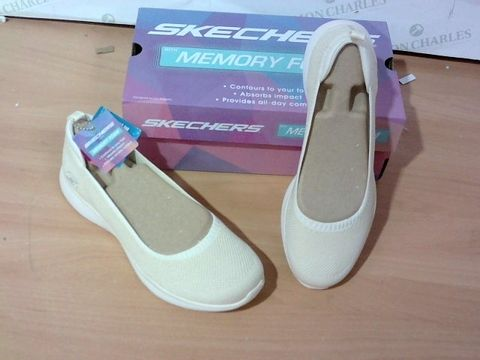 BOXED PAIR OF SKETCHERS SIZE- 6