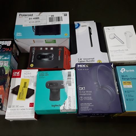 LOT OF 16 ASSORTED TECH ITEMS TO INCLUDE GAMING MOUSE, LOGITECH WEBCAM AND DAB+ RADIO