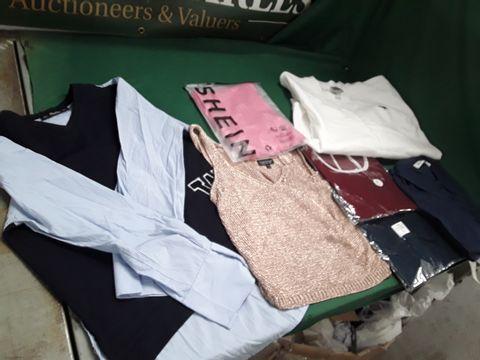 7 ASSORTED ITEMS OF CLOTHING TO INCLUDE: TOPSHOP TOP, NIU NIU TOP, GILDAN JUMPER ETC