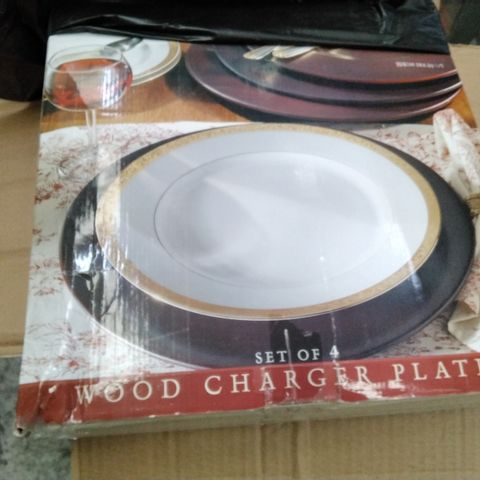 4 BOXED HOME AND GARDEN TABLEWARE SET OF FOUR WOOD CHARGER PLATES