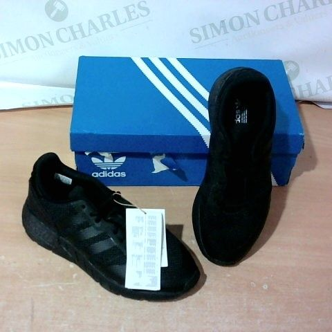 BOXED PAIR OF ADIDAS TRAINERS SIZE 5.5