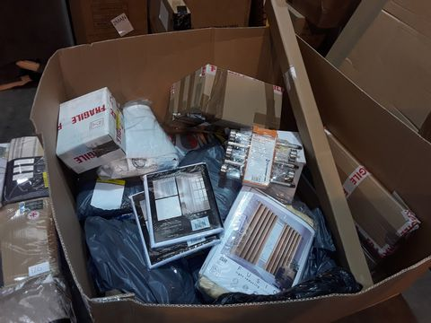 BOX OF APPROXIMATELY 16 ASSORTED ITEMS TO INCLUDE: CURTSINS, LANTERN LIGHT, VOILE PANEL ETC