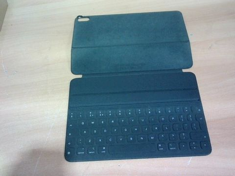 APPLE IPAD SMART KEYBOARD FOLIO