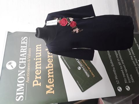 SABRINA DIAMANTE DRESS SIZE M