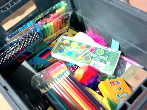 ASSORTED ARTS SUPPLIES APPROX. 20+PC