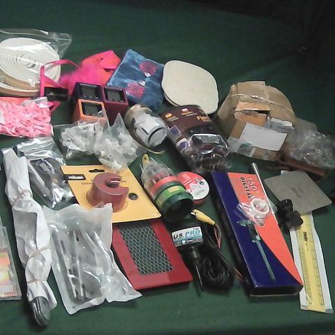 SMALL BOX OF ASSORTED ITEMS TO INCLUDE FLEXIBLE KEYBOARD, MUSIC CDS, DIGITAL CALIPER