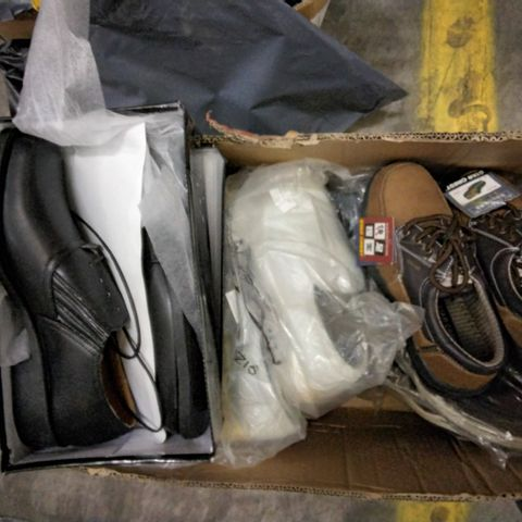 BOX OF APPROXIMATELY 13 ASSORTED PAIRS OF CASUAL SHOES