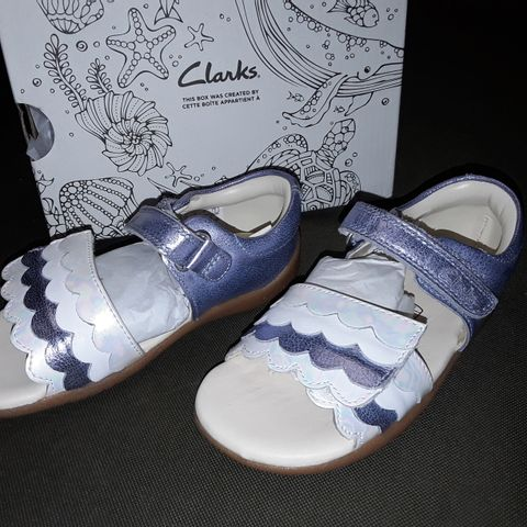 BOXED PAIR OF CLARK'S ZORA CORAL LEATHER SHOES IN LIGHT BLUE - UK 7.5