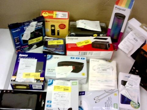 BOX OF ASSORTED ELECTRICAL ITEMS TO  INCLUDE; HEADPHONES, DVD PLAYERS, REMOTE CONTROLS, COMPUTER PERIPHERALS ETC