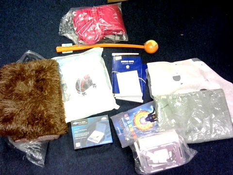 LOT OF APPROXIMATELY 25 ASSORTED ITEMS TO INCLUDE: INVOIVE BOOKS, BLANKETS, SPRAYER, CARPET ETC