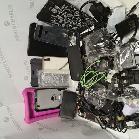 LOT OF APPROXIMATELY 25 ASSORTED MOBILE PHONE AND TABLET ACCESSORIES TO INCLUDE VARIOUS CASES, CHARGERS, CABLES AND 2 APPLE IPAD MINI SPARE PARTS CHASSIS