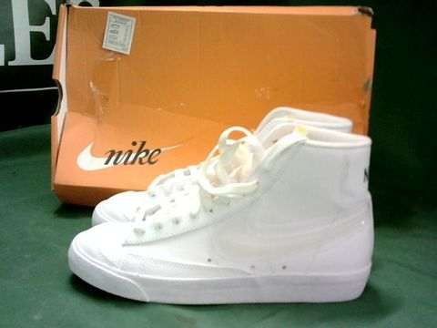 WHITE TRAINERS IN THE STYLE OF NIKE BLAZERS MID '77 SIZE 5