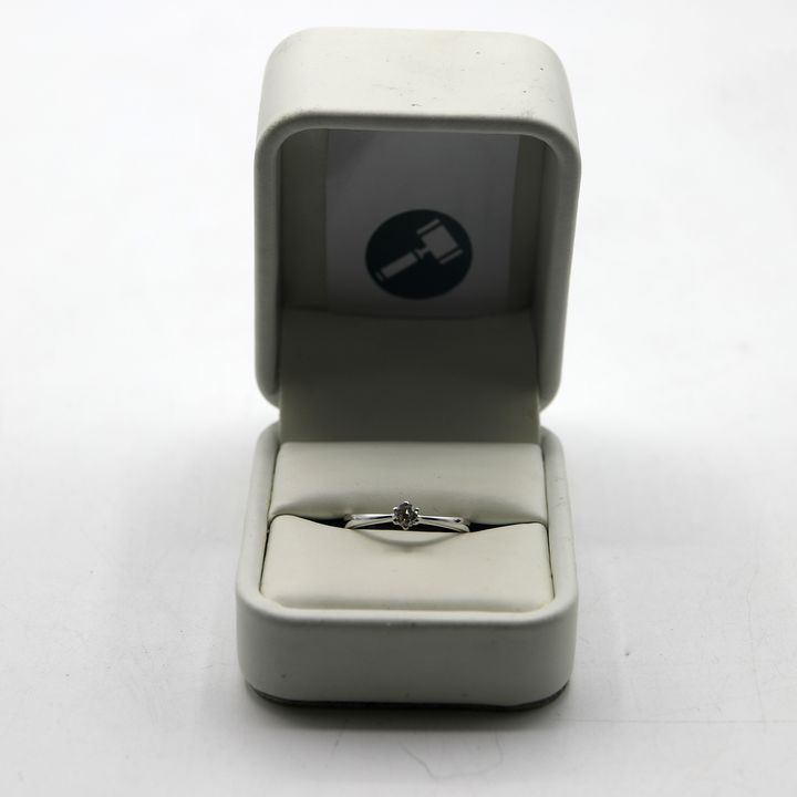 18ct WHITE GOLD DIAMOND SET SOLITAIRE RING