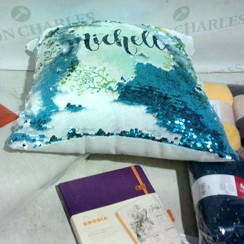 LOT OF APPROX. 15 ASSORTED ITEMS TO INCLUDE: SEQUIN CUSHION, WOOLS, NOTE BOOK