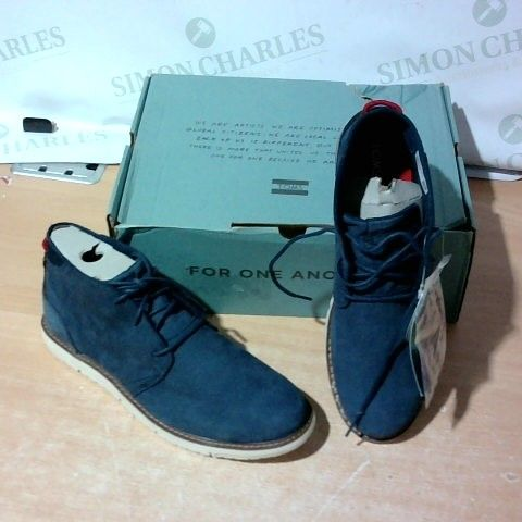 BOXED PAIR OF TOMS SIZE 10