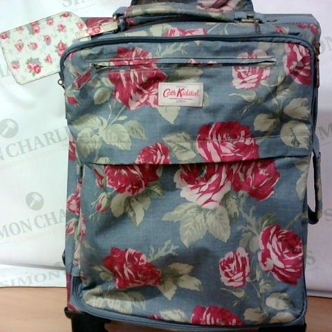 KATH KIDSON SMALL TRAVELLING CASE WITH WHEELS/EXTENDABLE HANDLE