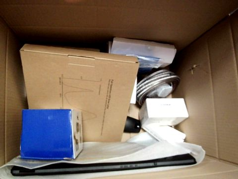 A MEDIUM BOX OF ASSORTED ELECTRICAL ITEMS