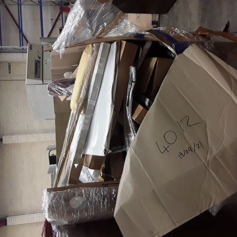 LARGE PALLET OF A SIGNIFICANT QUANTITY OF ASSORTED ITEMS TO INCLUDE DOGLEMI RED DOG COAT, DESIGNER CAMO DOG MAT, DESIGNER CAT SCRATCHING POST ETC
