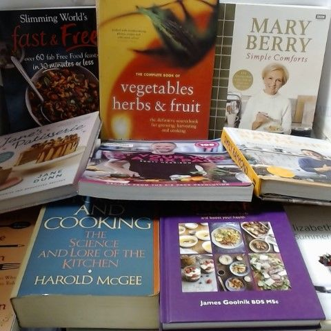 LOT OF APPROXIAMTELY 12 ASSORTED FOOD AND COOKERY BOOKS ETC