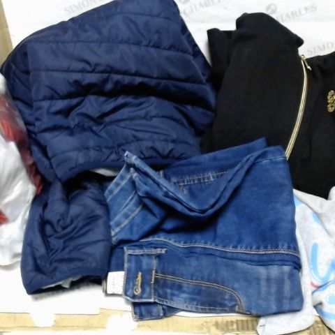 LOT OF APPROXIMATELY 15 ASSORTED CLOTHING ITEMS