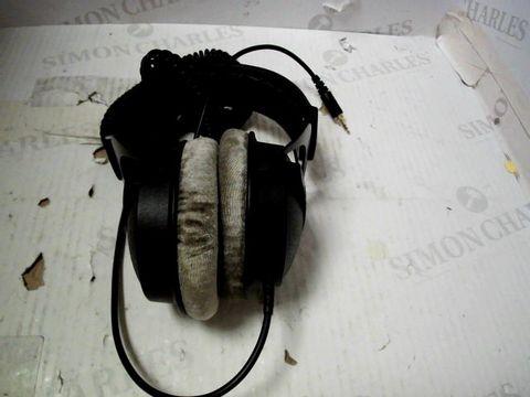 BEYERDYNAMIC DT 770 PRO THE STUDIO LEGEND EARPHONES
