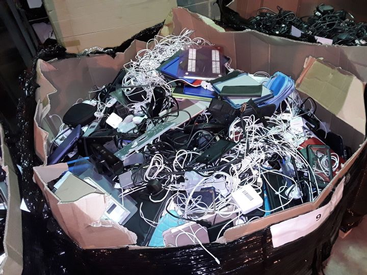 PALLET OF ASSORTED ITEMS TO INCLUDE: PHONE CHARGERS CABLES, CONTROLLERS, CONSOLE ACCESSORIES, CASES ETC