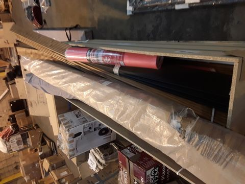 PALLET OF ASSORTED ITEMS TO INCLUDE: WOODEN PANELS, UNDERLAY ETC