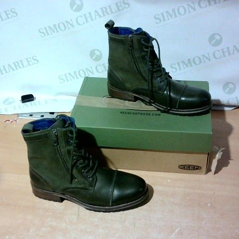 BOXED PAIR OF MOSHULU BOOTS SIZE 41